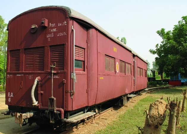 Saloon RA-6 (232)